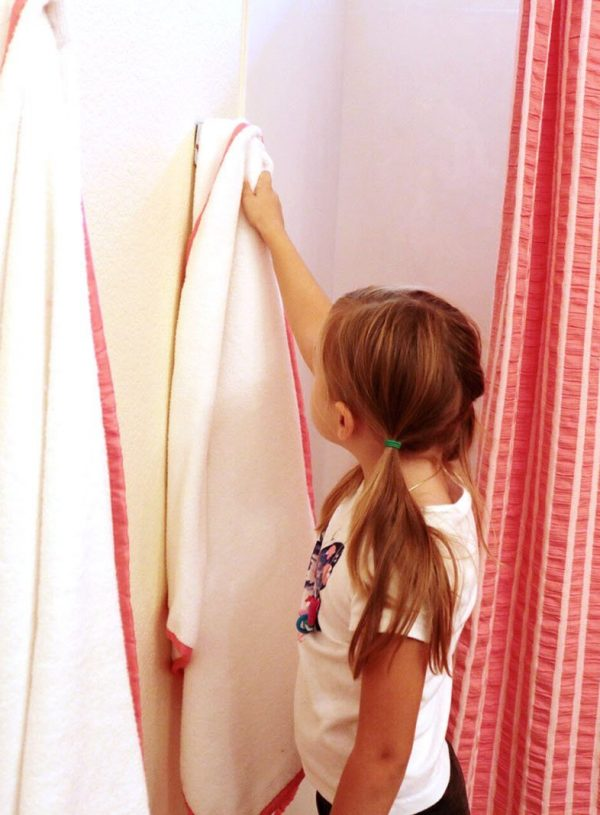 Adorable Coral Colored Kids Bathroom