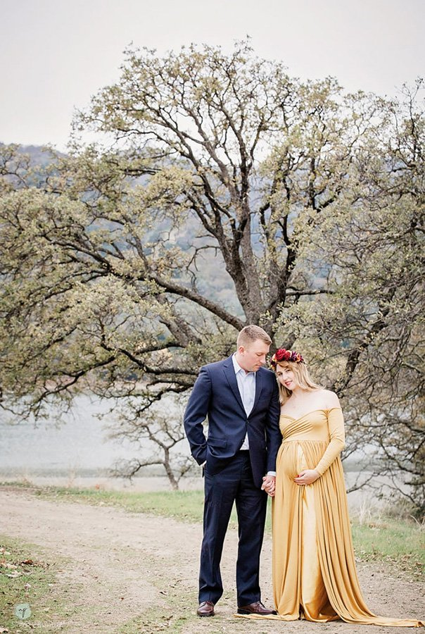 artistic couples maternity photo of leaning on husband