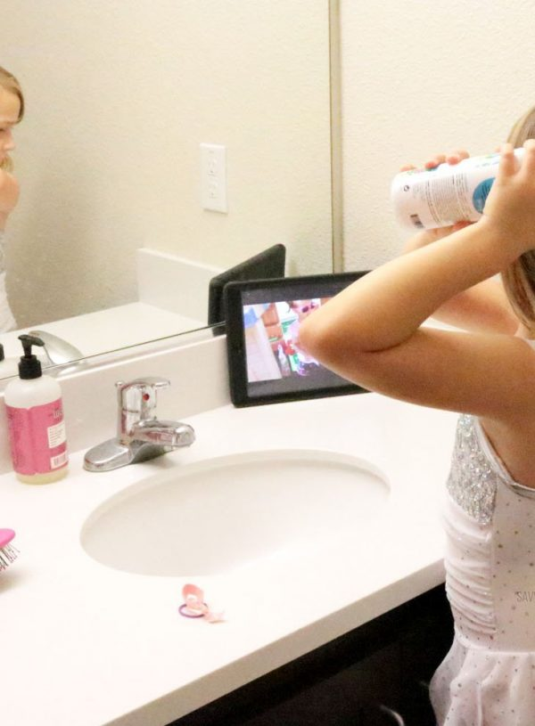 S using SoCozy detangling spray in her hair