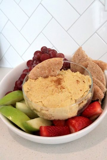 hummus with bread