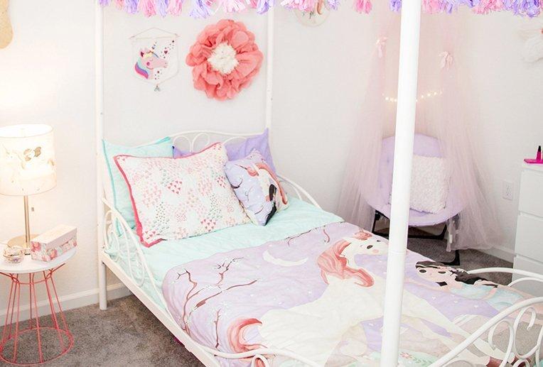 bright and pretty unicorn room