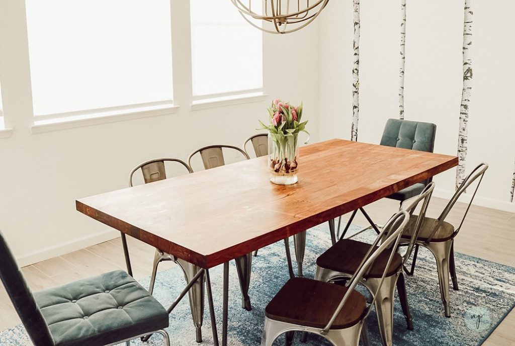 indoor plant -dining room with flowers
