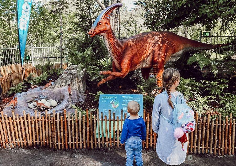 kids looking at dinosaur at California Academy of Sciences
