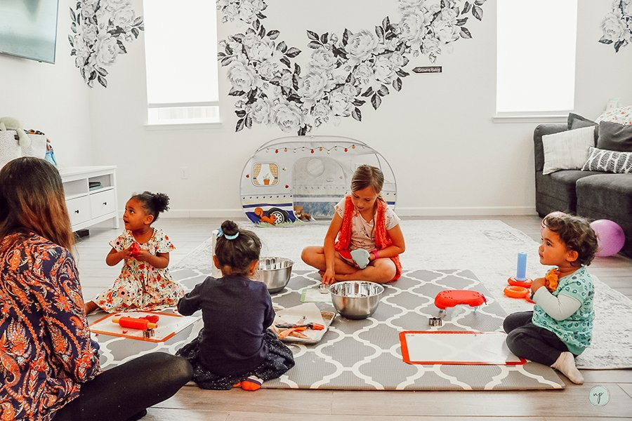 kids with play dough at messy palydate