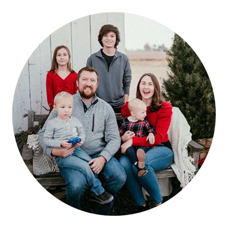 stamps family photo in a circle shape